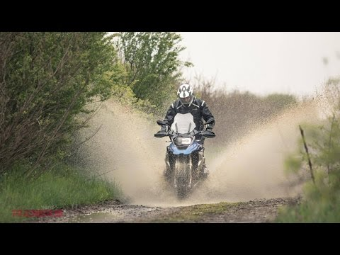 2017 BMW R1200GS Review | Old vs. New | Off-Road Test in the Rain