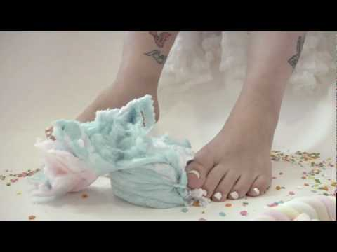Barefoot crushing