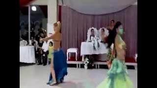 2 Dansöz Yine Sahnede çoşuyor Mezdeke İle Oryantal Dans