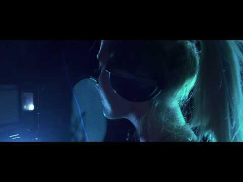 Смотреть клип Aless - #Hot16Challenge2