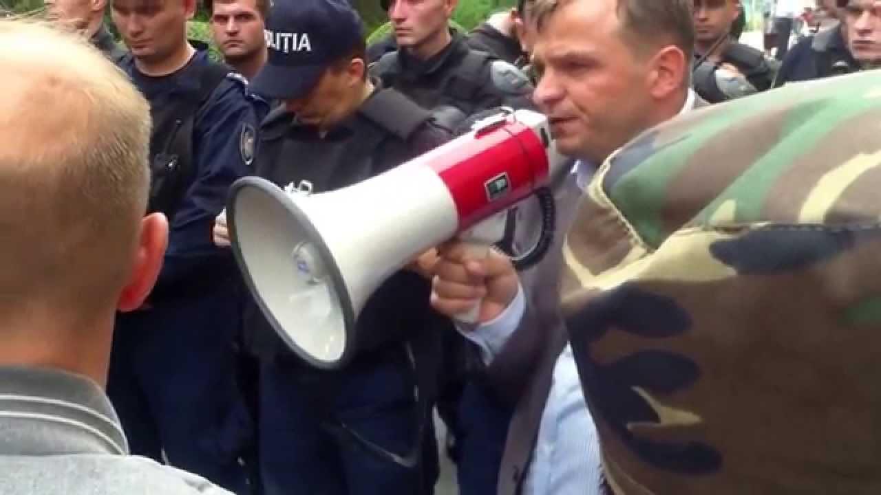 Niciun deputat n-a ieșit la protestul pensionarilor