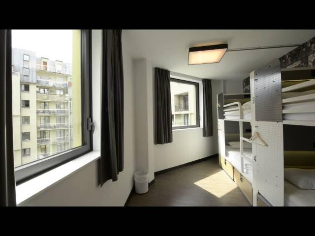 Wie es im Generator Hostel Paris aussieht, könnt ihr euch in unserem Video anschauen. Und dann gleich eine Klassenfahrt nach Paris buchen: https://www.herole.de/klassenfahrten-paris  _______________________________________________________________________________________  Ihr findet uns auch auf  ► unserer Website:  https://www.herole.de ► unserem Blog:  https://www.herole.de/blog/ ► Facebook:  https://www.facebook.com/HeroleReisen ► Instagram:  https://www.instagram.com/herolereisen ► Google+: https://plus.google.com/+HeroleDe/ ► Twitter: https://twitter.com/herole_reisen  _______________________________________________________________________________________  ► Wir sind ein Reiseveranstalter für Klassenfahrten, Abifahrten und Studienreisen. Unser Team besteht aus jungen und sehr engagierten Mitarbeitern der Tourismusbranche  ► Unser Anliegen ist es, Ihnen einfach schöne Klassenfahrten zu einem erschwinglichen Preis anzubieten. Wir wissen, wie wichtig Klassenfahrten für den Klassenzusammenhalt sowie für die Förderung des Allgemeinwissens sind. Wir sind daher bestrebt, Ihnen Reisen mit spezifischen Zusatzprogrammen anzubieten, die auf Ihren persönlichen pädagogischen Anspruch zugeschnitten sind.  Impressum:  https://www.herole.de/impressum