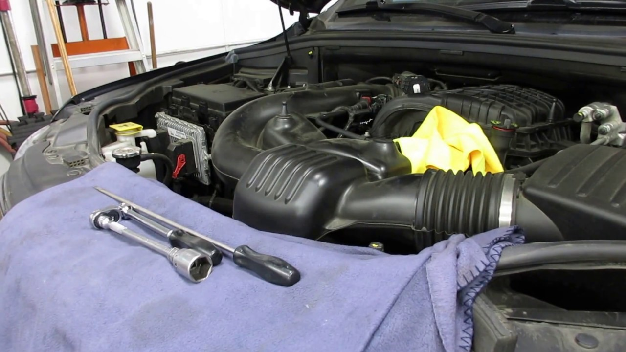 replacing the oil filter on a jeep grand cherokee 3 6 liter [ 1280 x 720 Pixel ]