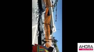 Video: Ciudadano se salva por centímetros del derrumbe del puente en Miami.
