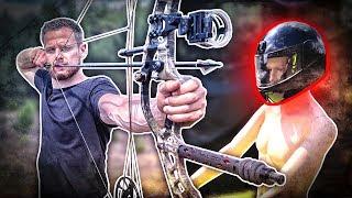 ÜBERLEBT man einen SCHUSS mit einem Motorradhelm? Compoundbogen vs. Armbrust | Fritz Meinecke