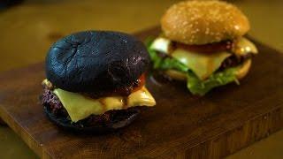 Черный бургер с луково-грибным топпингом