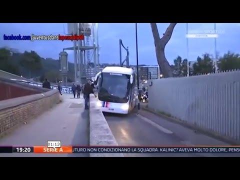 Napoli Juventus, il pullman si incastra al San Paolo