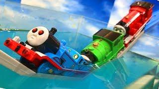 きかんしゃトーマスプラレール おばけ電車が水に落ちる Thomas&friends ghosttrain Fall into the water
