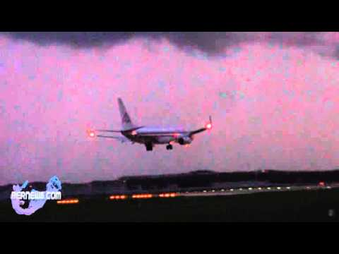 American Airlines Lands In Bermuda Lightning Storm, Aug 22 2012