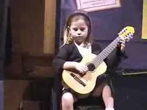 Guitar For 5 Year Old : 5 year old kate playing lightly row on guitar youtube ~ Russianpoet.info Haus und Dekorationen