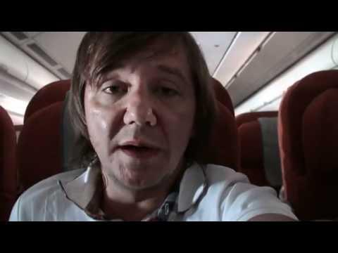 Детная истеричка скандалит в самолете - Популярные видеоролики!