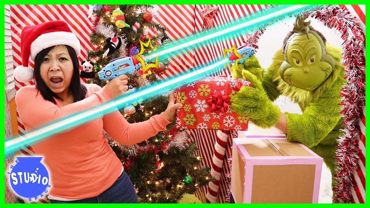 the-grinch-stole-our-christmas-presents-into-the-giant-box-fort-maze
