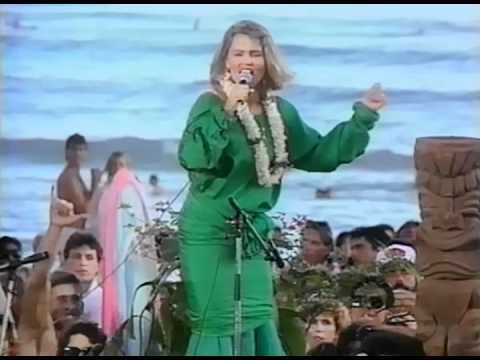 Belinda Carlisle & The Beach Boys - Wouldn't It Be Nice + Band of Gold (Live '86)