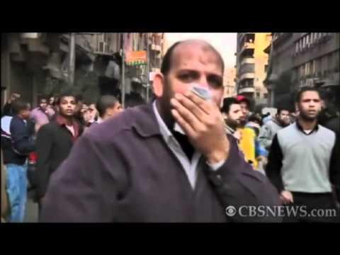 Anti-Gov't Protesters Clash with Police in Cairo