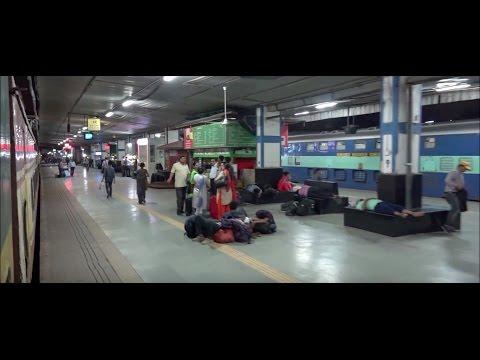 India's Cleanest Railway Station Surat at 04:53AM - Garib Rath Express Bids Adieu !!!
