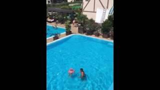 Отдых в Сукко: видео(Короткая видеозапись из зоны бассейнов: об отдыхе в семейном отеле Бонжур летом 2016., 2016-07-23T13:41:03.000Z)