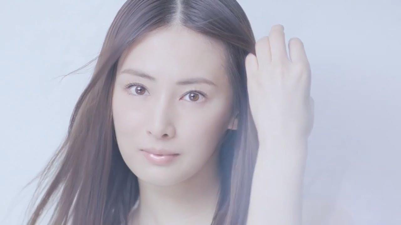 曰本景子_【日本CM】北川景子在草原上清新漫步以瞳孔顏色喜歡上自己-YouTube