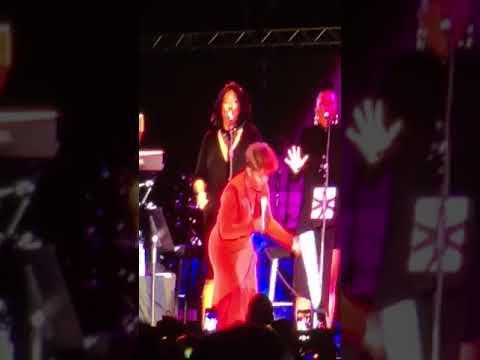 """Anita Baker singing """"Sweet Love"""" at Jazz In the Gardens 3/18/18"""
