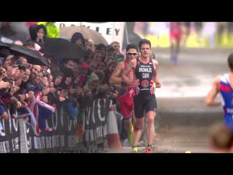 Crazy sprint finish between Javier Gomez & Jonathan Brownlee