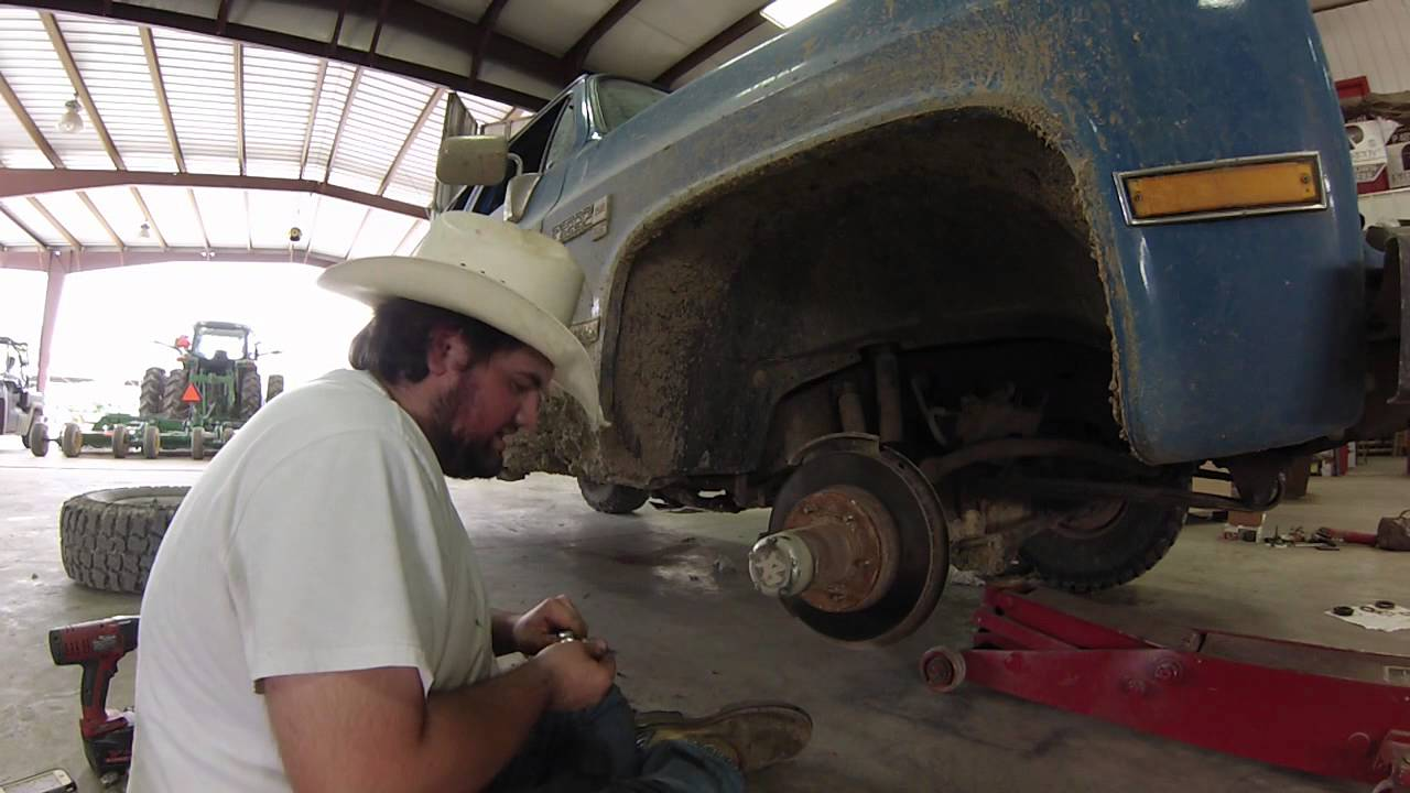 corporate 10 bolt/dana 44 front axle wheel bearing replacement pt 1:  dissassembly - youtube