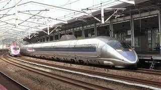 福山駅で500系こだまをハローキティ新幹線が追い越し