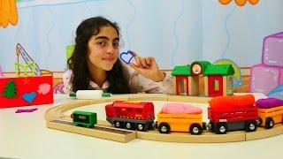 Türkçe dizi izle; Tren ve renkli hamurlar. Hamur oyunları.