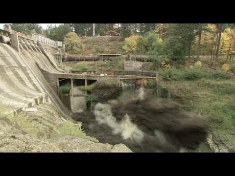 Dam Explosion - White Salmon Rivers, Wa - Usa