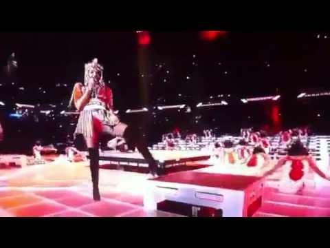 Madonna LIVE Super Bowl 2012 - M.I.A. Showing Middle Finger