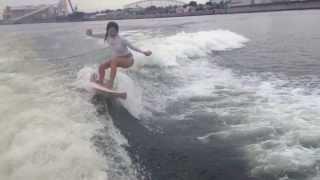 東京湾ボートサーフィン動画・女性プロサーファー