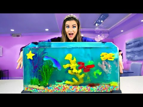Making a JELLO AQUARIUM out of Candy!