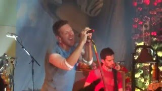 Coldplay - Hymn for the weekend (Live in Paris 2015) @ salle Wagram