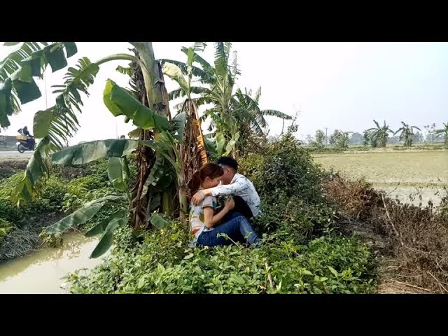 Bất ngờ cậu bé bán dưa bắt gặp Đôi Nam nữ yêu nhau ngoài đồng_hài ca nhạc Nguyễn Vịnh