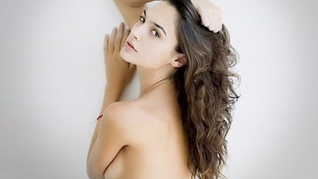 wonder woman completely naked