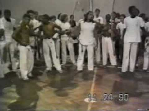 Mestre Pipoca - Senzaleiros e Curumim do Capoeira Brasil se estranham em 1990 e,