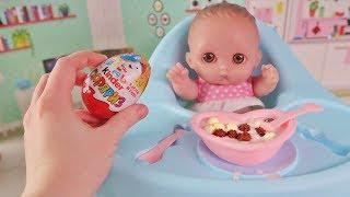 Куклы Пупсики Иришка кушает йогурт Растишка и открывает киндер сюрприз/ Играем КАК МАМА/Зырики ТВ