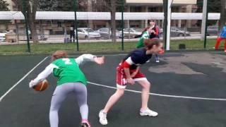 Играйте в уличный баскетбол