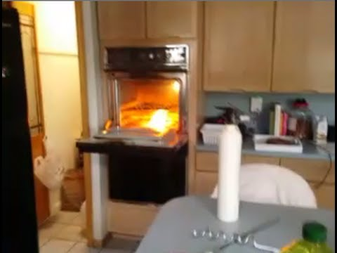 How to put out a grease fire & How to put out a grease fire - YouTube