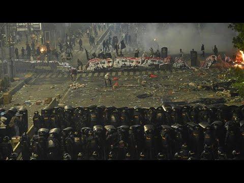 شاهد: مواجهات عنيفة في العاصمة الإندونيسية والحكومة تتوعد المتظاهرين…  - 17:54-2019 / 5 / 23