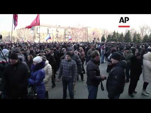 Pro-Ukrainian protest in Crimean capital; pro-Russians hoist flags in Donetsk