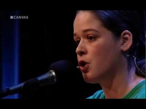 Katinka Polderman peuter in kofferbak