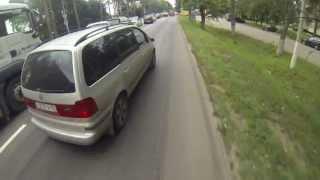 На велосипеде через пробку с мотоциклистами(, 2013-07-15T22:38:54.000Z)