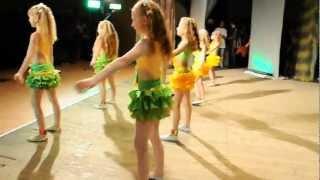 Танцуют наши дети