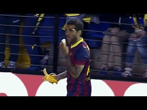 Dani Alves banana attack Villareal vs Barcelona 27-04-2014