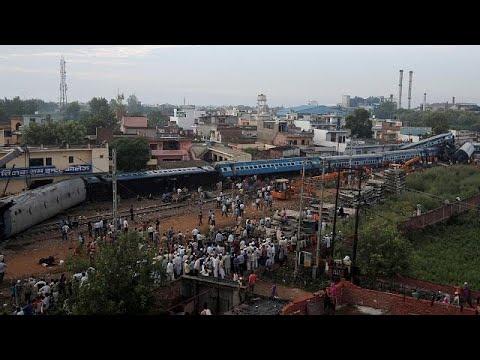 Hindistan'da tren kazası 23 ölü 123 yaralı