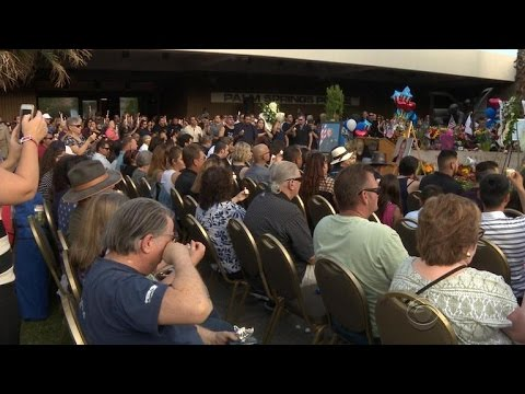 Palm Springs residents mourn two slain police officers