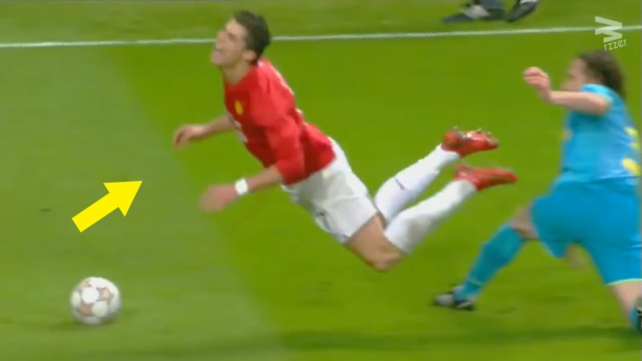 10 Unforgettable DIVES in Football