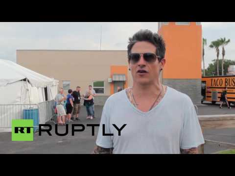 USA: Rob Thomas fans try out first ever interactive hologram karaoke