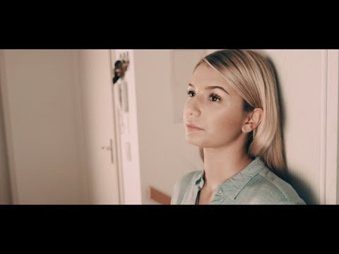 Nicole Cross - Worth The Wait (Acoustic Version / Official Lyric Video)