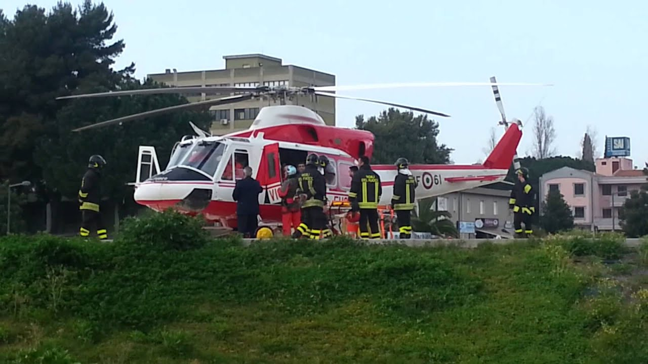 Elicottero 205 : Elicottero all ospedale brotzu a cagliari video cristian moi