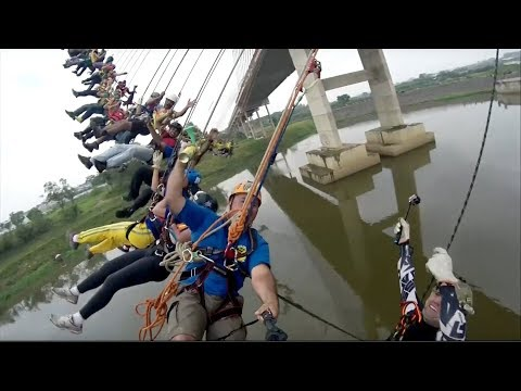 Download Youtube: 245 people set mass bungee jump record in Brazil
